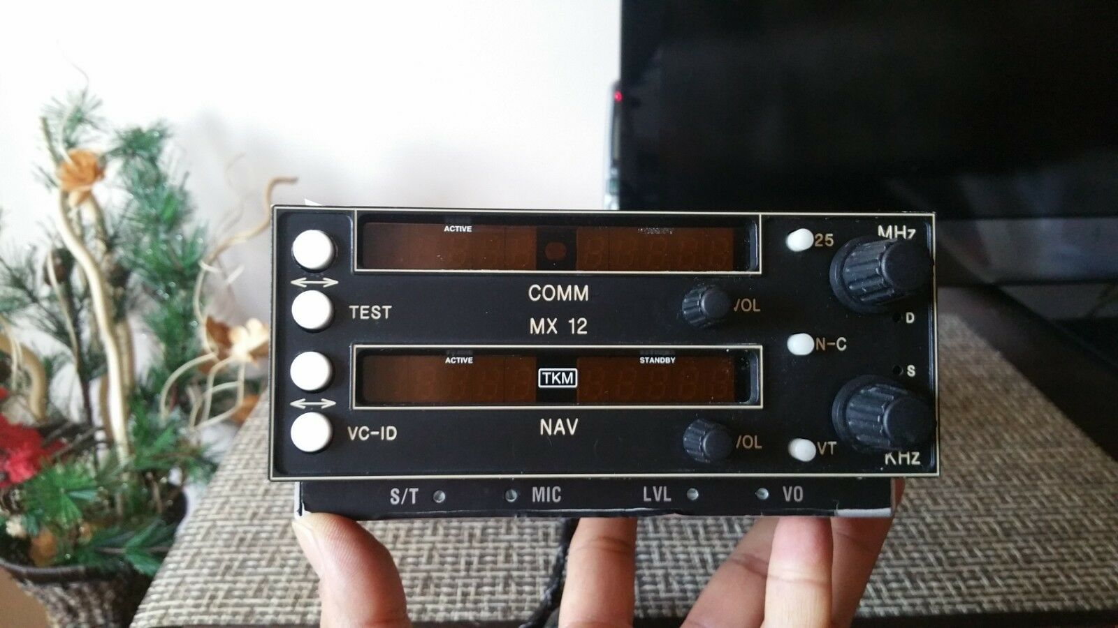 TKM MX12 NAV/COMM 28 VDC P/N MX 12 WITH FAA FORM 8130-3 FROM BEVAN RABELL